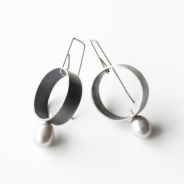 Jolie Silver Circle Earrings with Gray Pearl